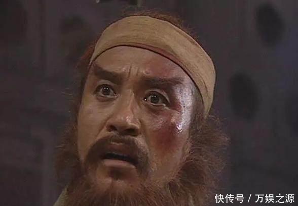 他在水浒中扮演赤发鬼刘唐,而另外一个身份是巩俐经纪人