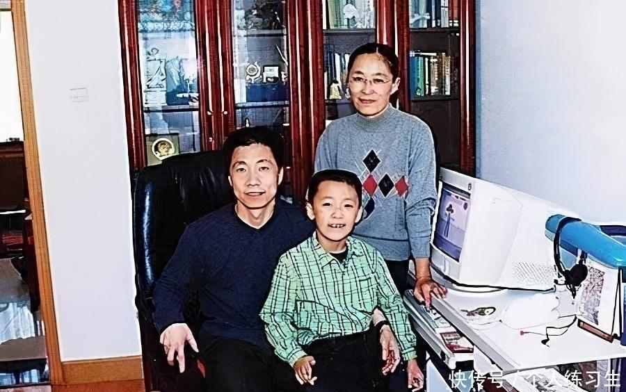 离世 首位航天英雄杨利伟成功背后:2岁多女儿离世成了他一生的痛