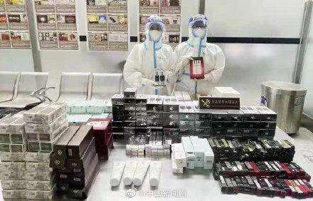 一旅客帶9行李箱化妝品入境被查獲