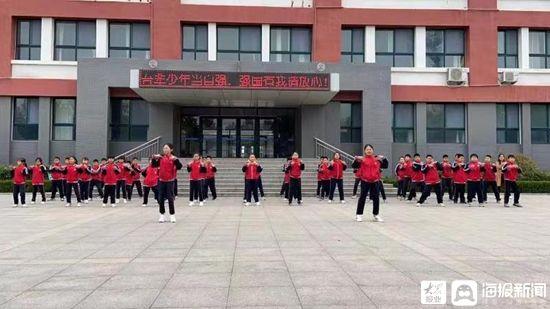 五莲县高泽小学举行队列会操比赛