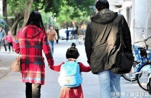 """放学 有四种""""接娃方式""""家长要避免,老师心里很反感,不明说但要知晓"""