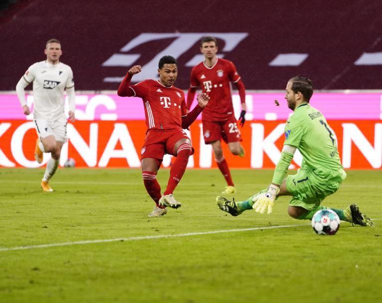 4-1!31分钟轰4球!拜仁踢疯了,一战4大收获,莱万甩开梅西C罗