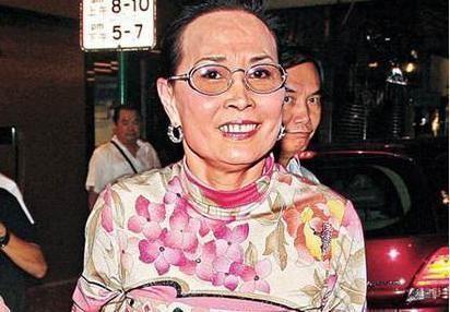 何鴻燊的二房蘭瓊纓,是一個扮豬吃虎的女人,最終她成為了贏家