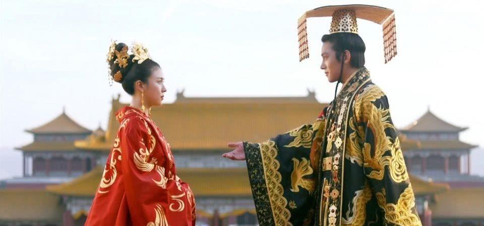 最狂的权臣,攻入皇宫欲对皇后不轨,为活命皇后奉上处子身的女儿