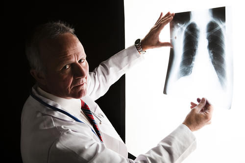檢查結果顯示「肺部有陰影」?可能與哪些原因有關?