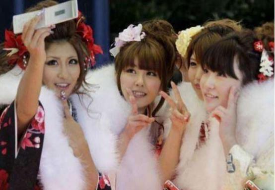 日本姑娘首次来中国,到中国人家里看到这一幕中国男人为啥这样