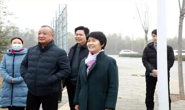 梁惠民实地调度城区道路绿化建设、公厕改造提升工作
