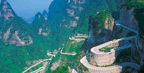 """被譽""""天下第一公路""""奇觀,11公里耗1億建造7年,99個彎道"""