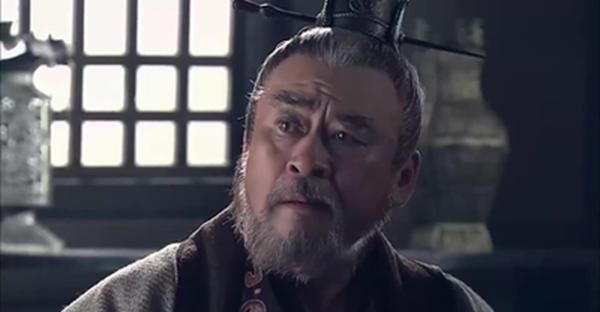 君王不想挨揍,大臣非要下手,结果,他就得到了一个很奇怪的惩罚