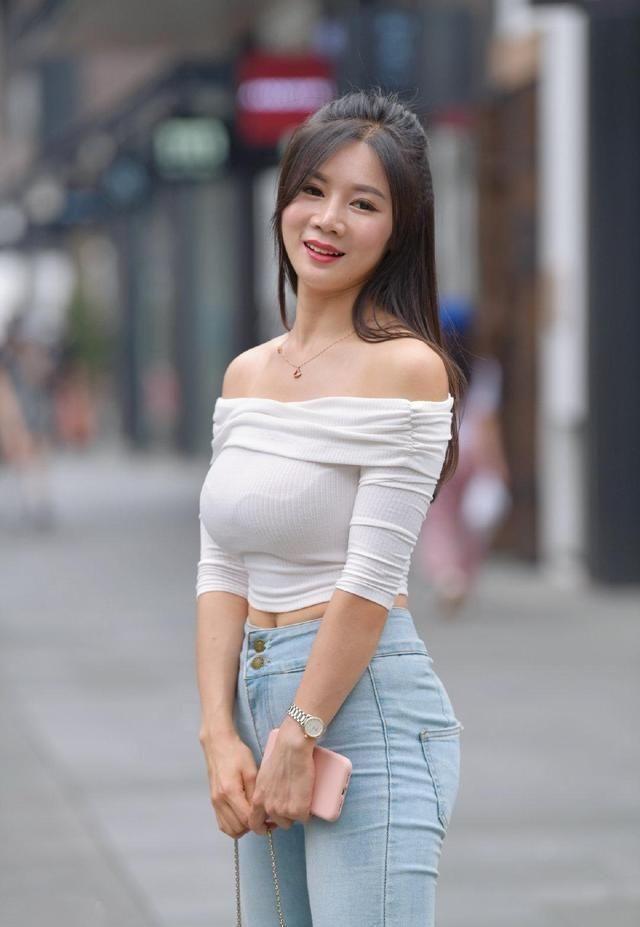 女生们时尚都应该拥有一件打底裤,让你美成焦点,极具气质