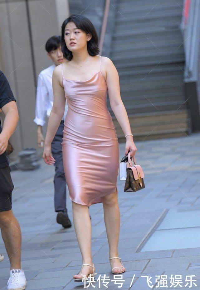 """微胖體型搭配連衣裙更""""顯瘦"""",可愛的粉色系穿搭能突顯優雅好氣質"""