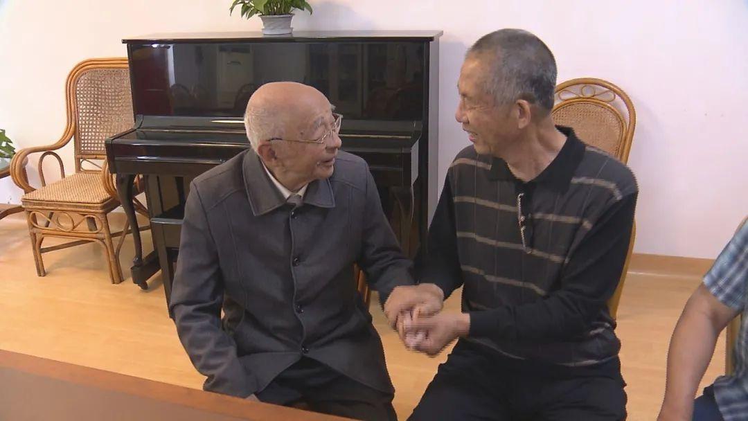 63歲老伯沖進火場救出95歲老人:現在想想有點後怕