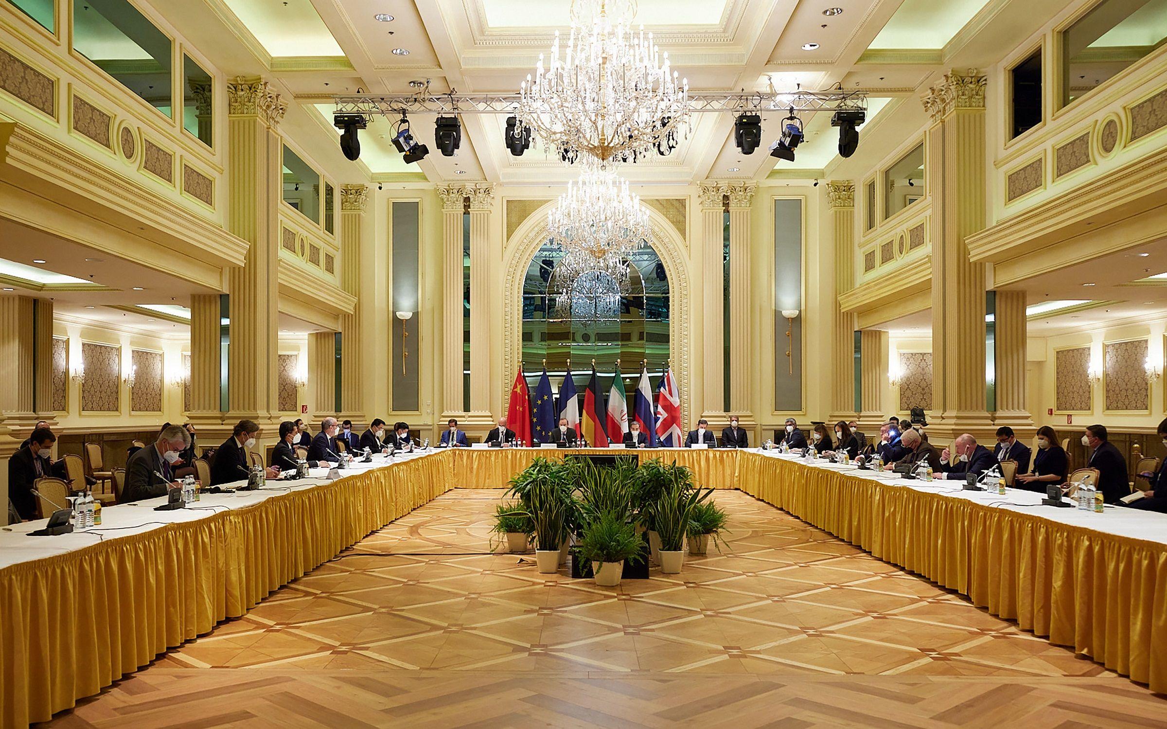 專傢視點 | 美伊會談再繼續,伊朗若重回原油市場,對國際油價影響幾何?