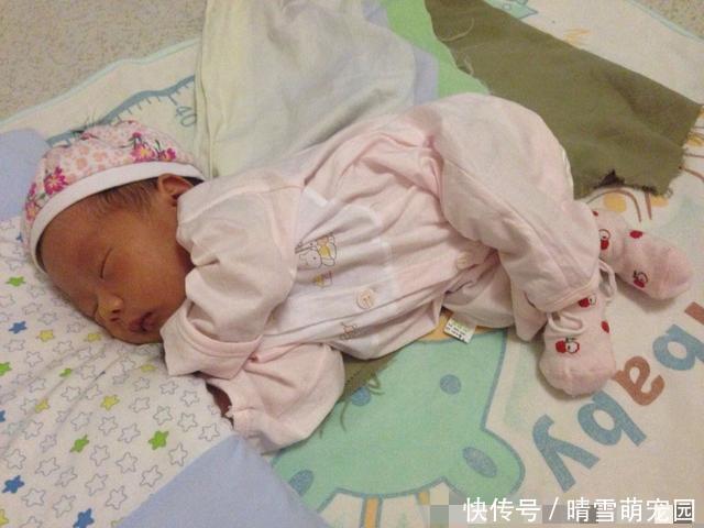 孩子睡觉总是咧着嘴笑,父母带娃去医院检查,医生:幸亏来得及时