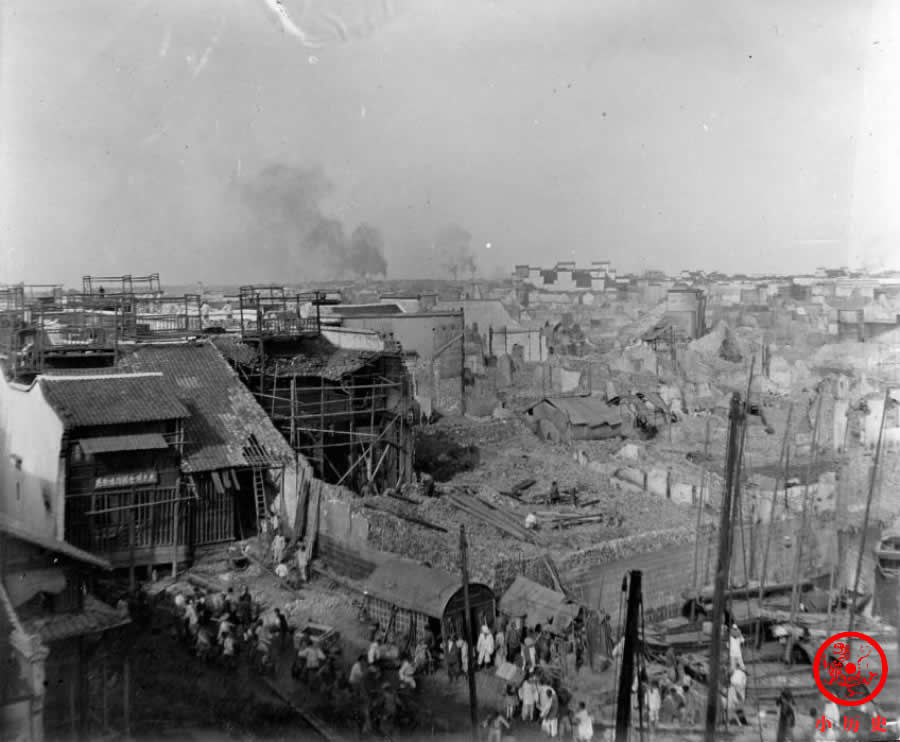 火车|晚清老照片:百姓扒火车逃离战争,医院病房简陋10多人共处一室