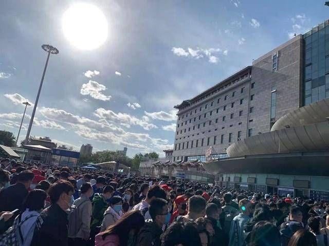 """還原北京西站癱瘓一日:一片地膜引發""""慘案"""",數萬旅客滯留"""