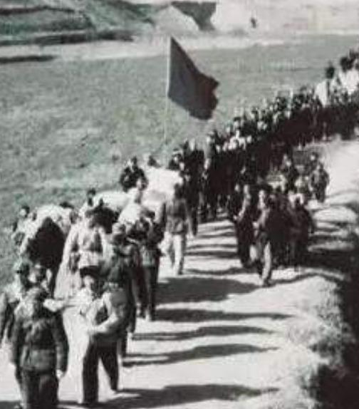 这位红军战士15岁当团长,27岁当军区司令,牺牲后城市改成他的名字