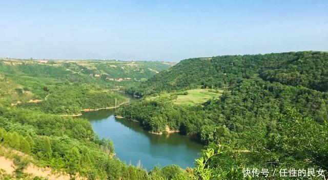 西安有西北最大的竹林,占地1000亩,风景秀丽,避暑的好去处