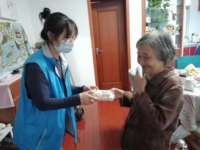 重阳糕 敬老有温度,花样度重阳——扬州邗江安平社区开展关爱老人系列活动