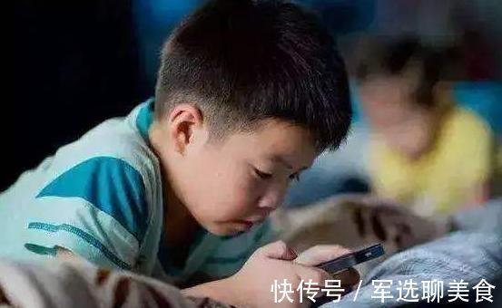 晓梅|经常玩手机和不玩手机的孩子,10年后性格差别明显,家长应该重视