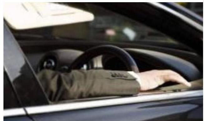 為何聰明司機隻開一扇車窗?試試就知道,有你後悔的