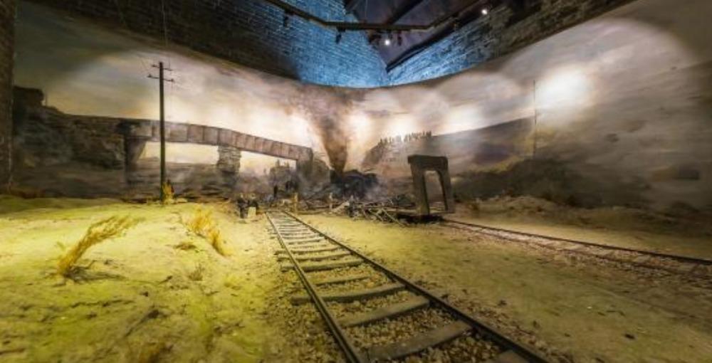 张作霖被炸死的火车上,有两个人偷偷溜下了车,他们是何神秘人?