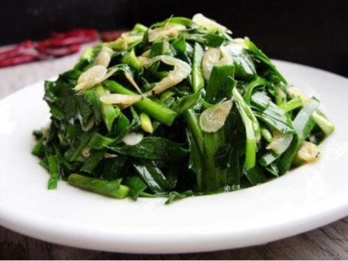精選美食:風味石斑肚,韭菜炒蝦皮,香辣牛肉絲,蟹粉撈麵的做法