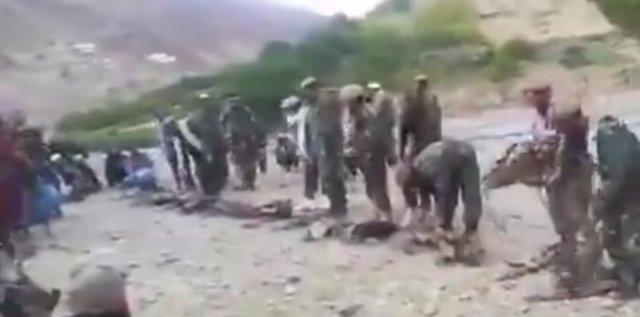 阿富汗軍隊不戰而降?打不過塔利班就主動交出武器,與其握手擁抱