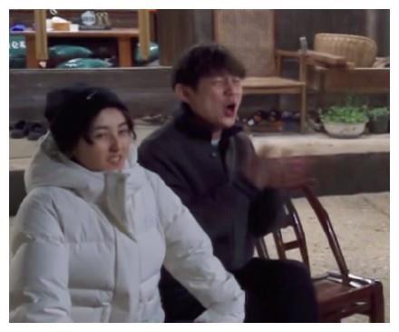 張子楓老大爺坐姿像個老幹部,真是好可愛一女的