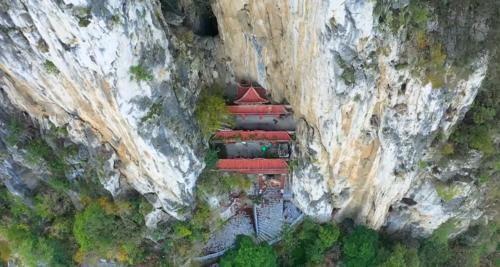 建在夹缝里的寺庙,隐蔽到让人难以发现,不得不佩服古人的智慧