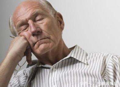 """老人总是失眠会影响寿命?这5个办法,刚好""""克制""""失眠"""