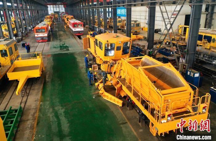 湖北襄陽:鐵路裝備制造出口忙