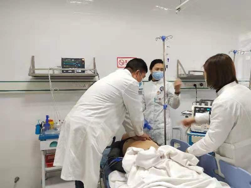 大足区第二人民医院:170分钟,急诊科里的生死营救