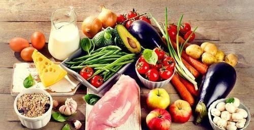 吃水果可以補充維生素,維生素分為兩種,單吃水果可不行