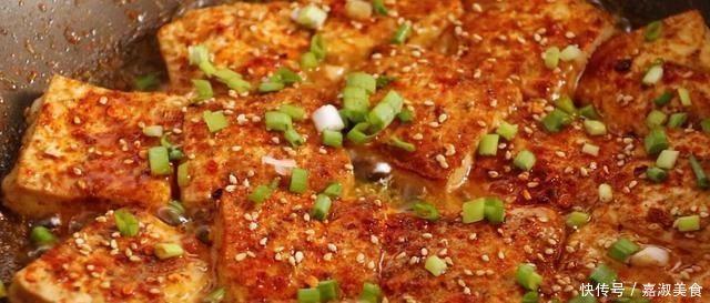 在家想吃鐵板豆腐,沒有鐵板用平底鍋做,香辣入味,開胃又下飯