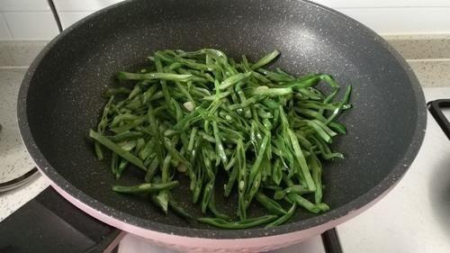 【草丁图书馆】蔬菜中的补钙冠军,钙是虾肉3倍,比牛奶好吸收,冬天多给孩子吃