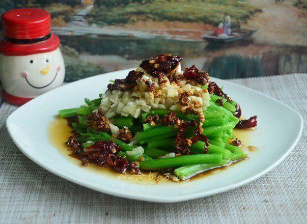 """【草丁图书馆】蔬菜中""""补铁王""""被发现,铁是菠菜6倍,女性常吃,补血又护眼"""