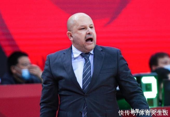 排行亂瞭!北京憾負連跌3名,昔日總冠軍升第8!雅尼斯一針見血