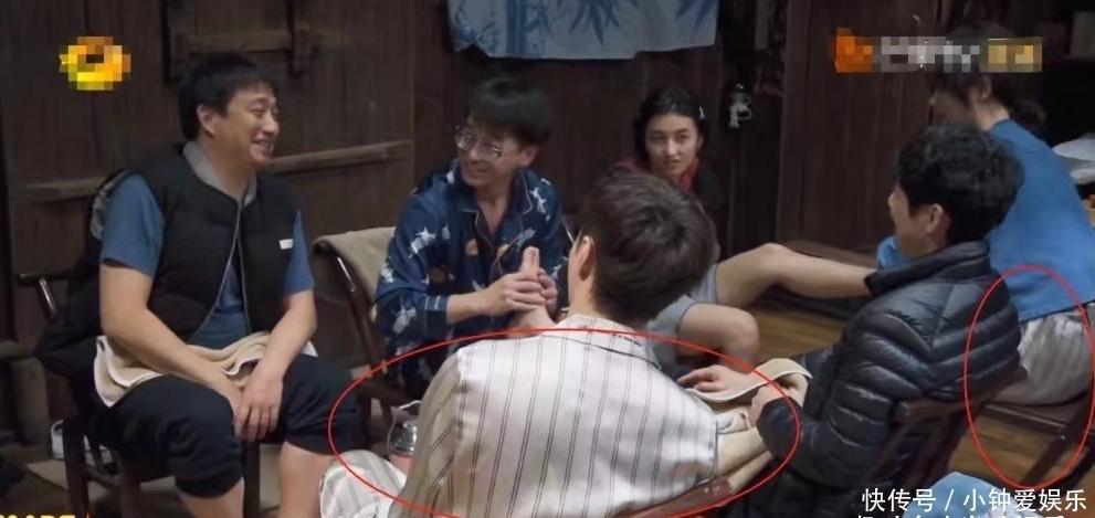 举止 张艺兴和杨紫节目惊现情侣睡衣,不避嫌且举止亲密,传闻是真的?