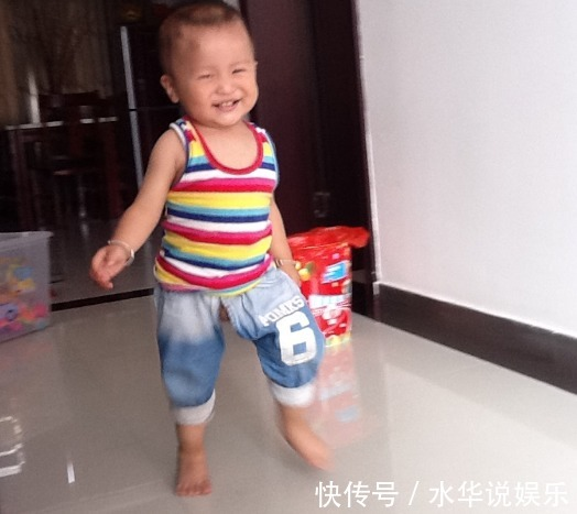 x型腿|宝宝走路早晚代表着智商高低你家孩子多大会走路的