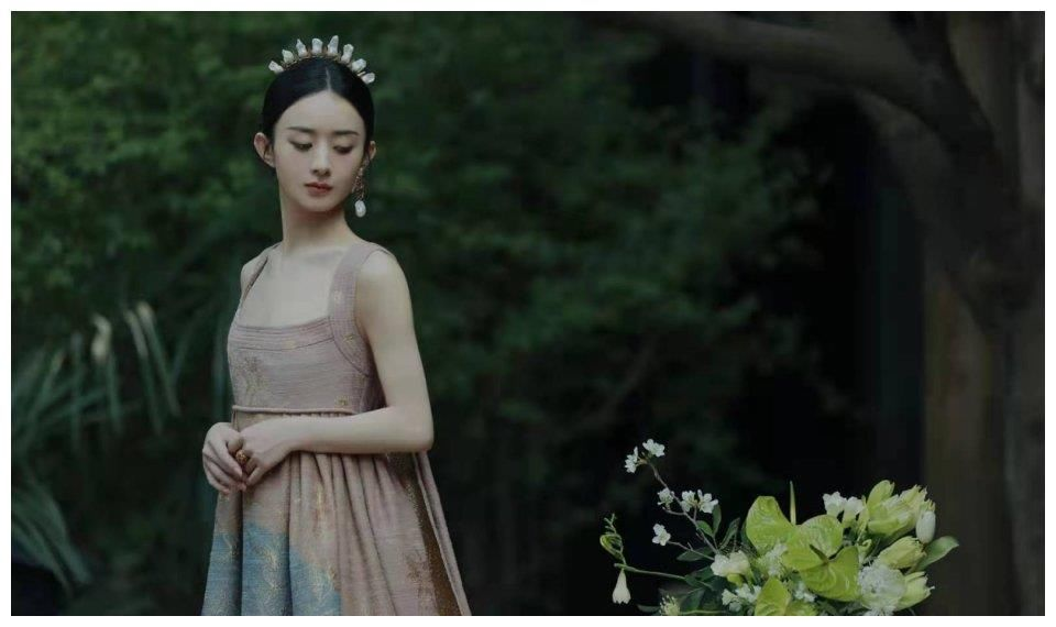 趙麗穎馮紹峰離婚後首同框,男方走在女方前面,像極了兩個陌生人
