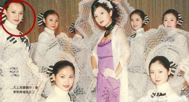 王祖贤30年前在故宫拍照,有谁注意到后面的群演今成了当红明星