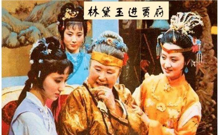 【草丁图书馆】红楼梦:琏二爷拿刀追砍凤姐,暴露贾母不为人知的一面