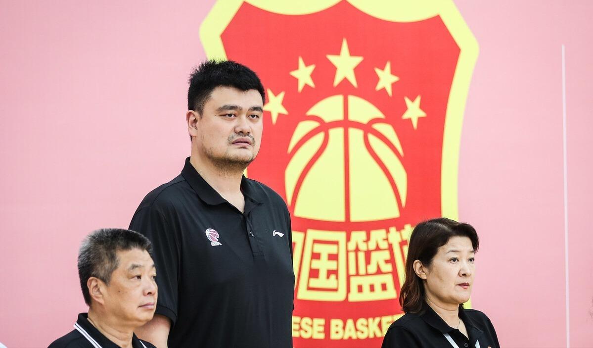 CBA聯盟發佈重要公告,中國男籃一哥形勢危急,易建聯這回麻煩瞭