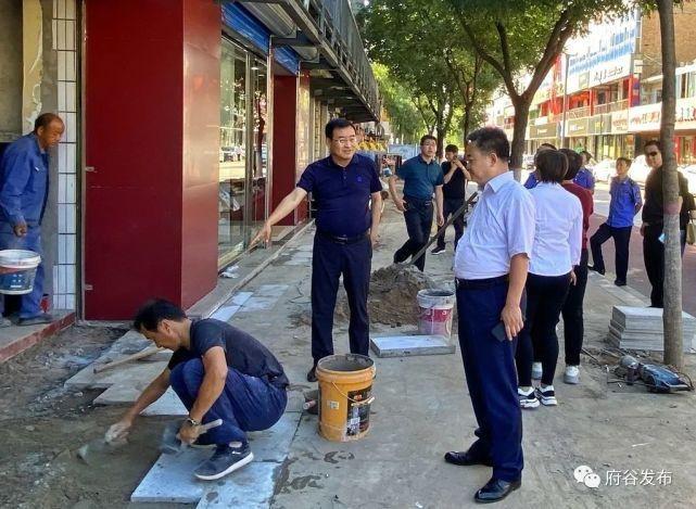 刘涛到城区路段检查指导拆违工作