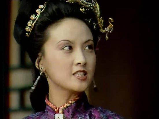 王熙凤万万没有想到,自己的2个女儿,亲生的成为农妇,不是亲生的成为贵妇