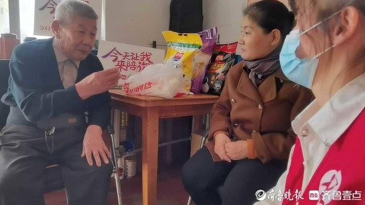 """即食麦片 济南77岁孤寡老人""""不孤单"""",重阳节志愿者上门开启爱心陪伴"""