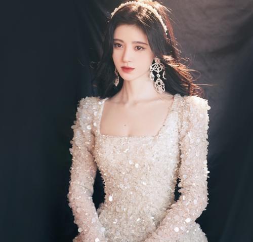 SNH48成员穿礼服,鞠婧祎港风,李艺彤少女,看到赵粤:惊艳了!