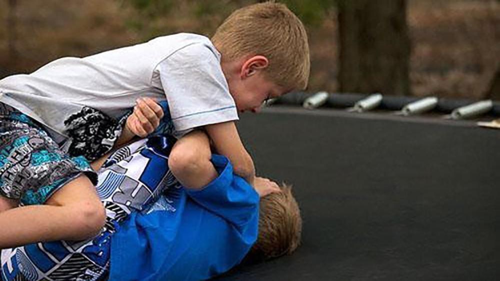 儿子|5岁儿子总说窗户外有人站着,宝妈不以为然,医院检查后家人痛哭!