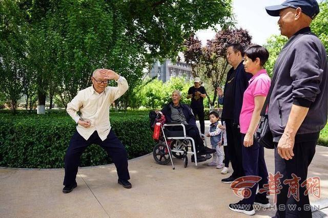 """西安101歲與91歲兩""""師徒""""50多年後相聚再切磋"""